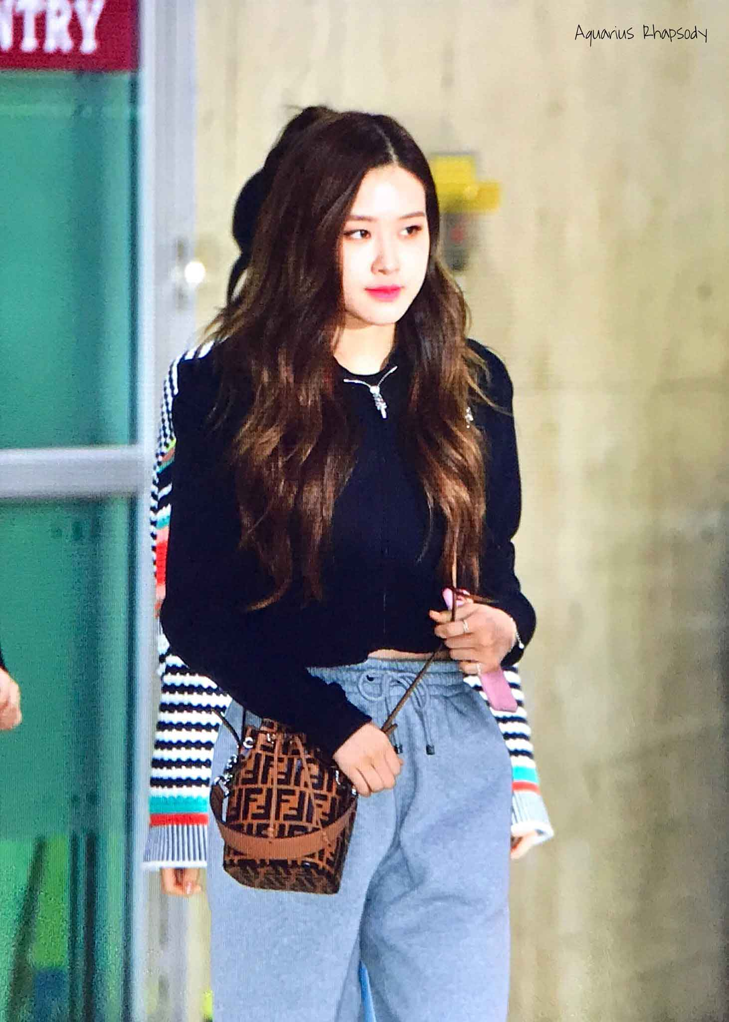Blackpink Rose Airport Fashion Black Outfit Casual