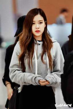 Blackpink-Rose-Airport-Fashion-Incheon-5-april-2018-from-Thailand-8