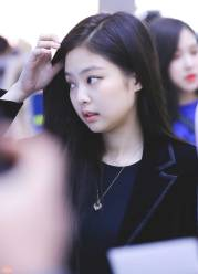blackpink-jennie-airport-photo-3