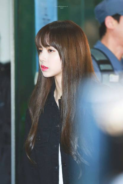Blackpink-Lisa-Airport-Fashion-20-April-2018-HQ-11