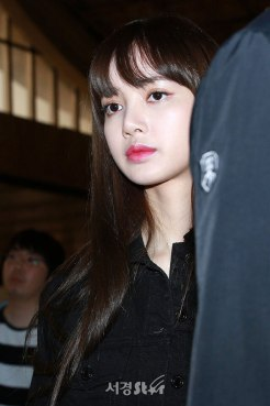 Blackpink-Lisa-Airport-Fashion-20-April-2018-HQ-7