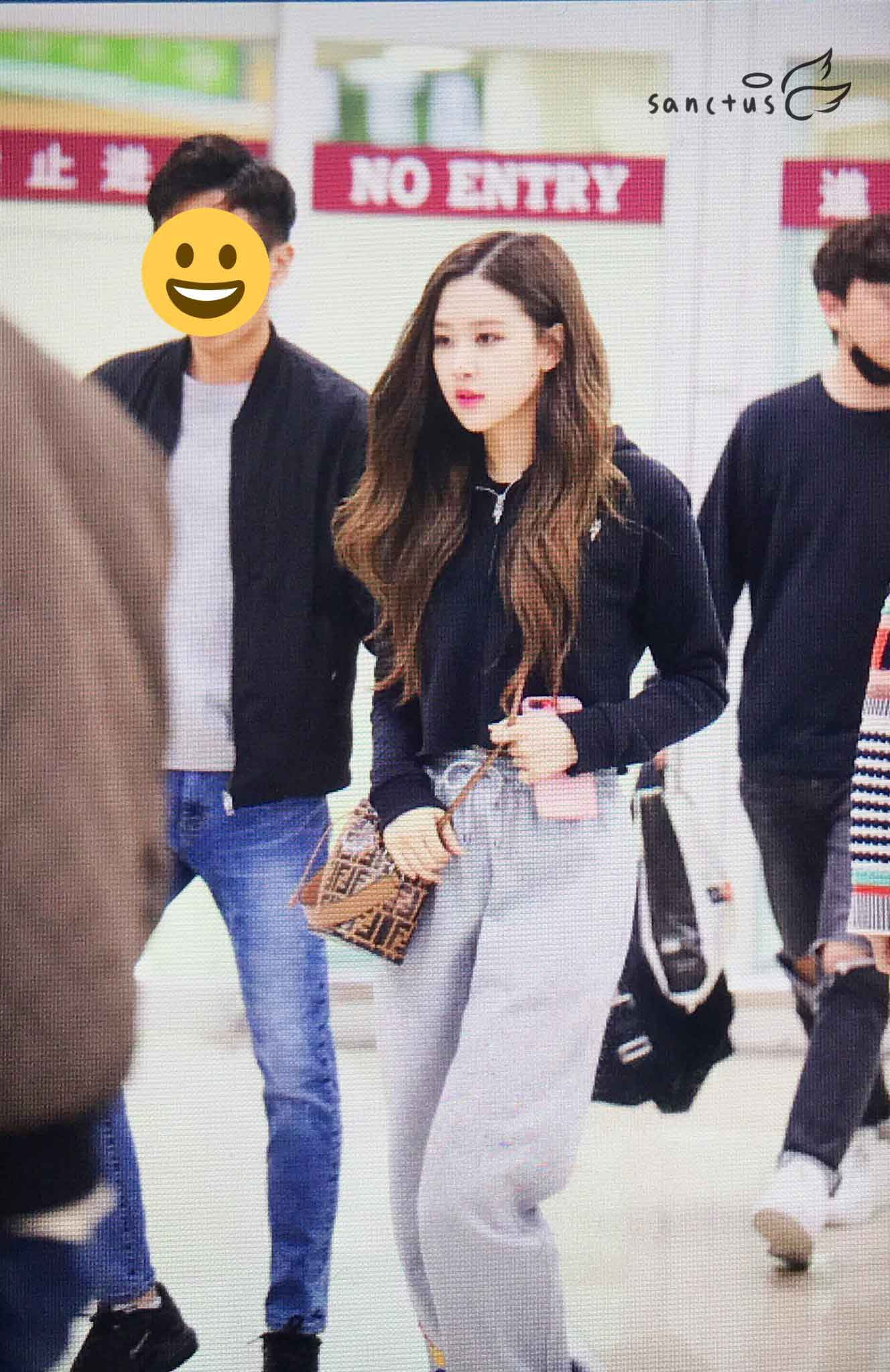 Blackpink Rose Airport Fashion Black Outfit Casual 7
