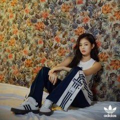 Blackpink Jennie adidas sambarose