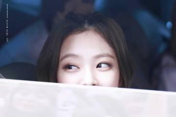 BLACKPINK-Jennie-Car-Photos-Leaving-Inkigayo-17-June-2018-photo-9