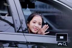 BLACKPINK-Jisoo-Car-Photos-Leaving-Inkigayo-17-June-2018-photo-4