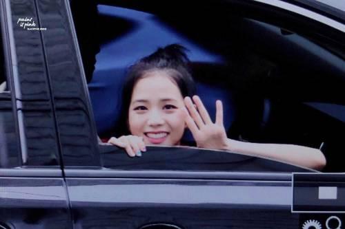 BLACKPINK-Jisoo-Car-Photos-Leaving-Inkigayo-17-June-2018-photo-5