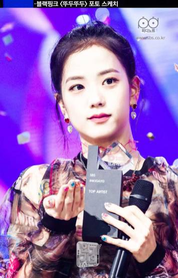 BLACKPINK-Jisoo-SBS-Inkigayo-24-June-2018-PD-Note