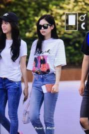 BLACKPINK-Jennie-Jisoo-Airport-Photo-26-July-2018-Gimpo-14