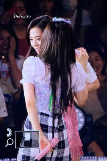BLACKPINK-Jennie-Jisoo-Japan-Arena-Tour-Day-1-Osaka-4