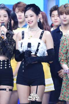 BLACKPINK Jennie MBC Music Core 14 July 2018 PD Note Photo 4