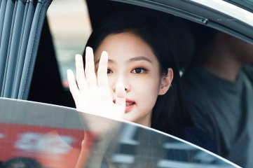 BLACKPINK Jennie leaving Inkigayo 15 July 2018 Car photos 2