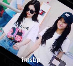 BLACKPINK-Jisoo-Jennie-Airport-Photo-26-July-2018-Gimpo-11