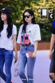 BLACKPINK-Jisoo-Jennie-Airport-Photo-26-July-2018-Gimpo-14