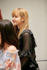BLACKPINK-Lisa-Weibo-Live-Broadcast-2
