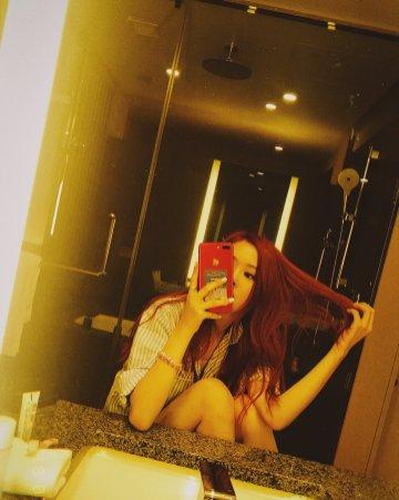 BLACKPINK Rose Instagram Photo 5 July 2018 roses are rosie mirror selfie 6