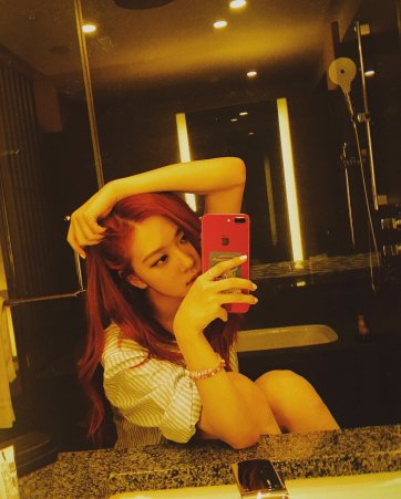 BLACKPINK Rose Instagram Photo 5 July 2018 roses are rosie mirror selfie 9