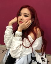 BLACKPINK-Rose-Instagram-Photo-Roses-Are-Rosie-white-outfit-7