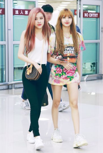 BLACKPINK Rose Lisa Airport Photo 26 July 2018 Gimpo 8