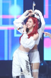 BLACKPINK Rose MBC Music Core white outfit 30 June 2018 photo 6