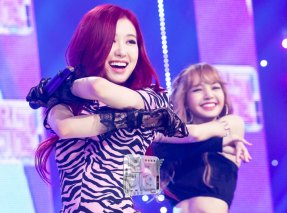 BLACKPINK-Rose-SBS-Inkigayo-PD-Note-Photo