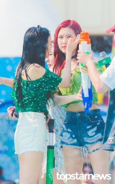 BLACKPINK-Rose-Sprite-Waterbomb-Festival-Seoul-12