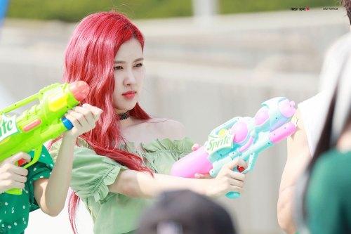 BLACKPINK-Rose-Sprite-Waterbomb-Festival-Seoul-26