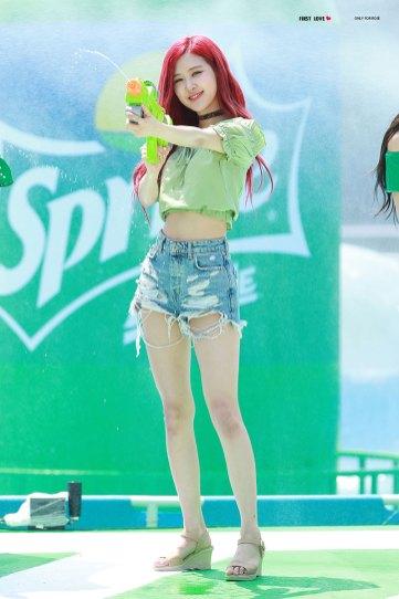 BLACKPINK-Rose-Sprite-Waterbomb-Festival-Seoul-39