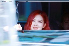 BLACKPINK-Rose-leaving-Inkigayo-15-July-2018-Car-photos-5
