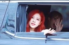 BLACKPINK-Rose-leaving-Inkigayo-15-July-2018-Car-photos-6