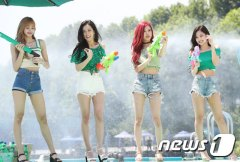 BLACKPINK-SPRITE-ISLAND-WATERBOMB-FESTIVAL-SEOUL-21-July-2018-photo-8