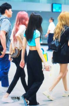 BLACKPINK-UPDATE-Jennie-Airport-Photo-Fashion-22-July-2018-japan-arena-tour-39