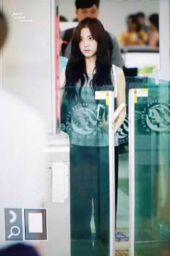 BLACKPINK-UPDATE-Jisoo-Airport-Photo-Fashion-22-July-2018-japan-arena-tour-16