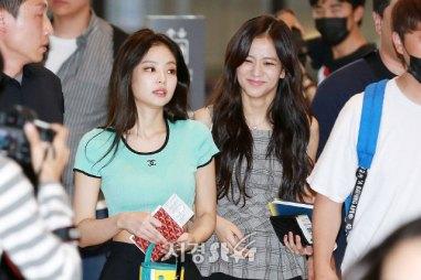 BLACKPINK-UPDATE-Jisoo-Airport-Photo-Fashion-22-July-2018-japan-arena-tour-21