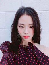 BLACKPINK-UPDATE-Jisoo-Instagram-Photo-20-July-2018-cosmopolitan-Korea-magazine-2