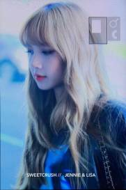 BLACKPINK-UPDATE-Lisa-Airport-Photo-Fashion-22-July-2018-japan-arena-tour-14