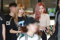 BLACKPINK-UPDATE-Lisa-Airport-Photo-Fashion-22-July-2018-japan-arena-tour-20