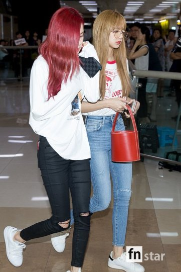 BLACKPINK UPDATE Rose Airport Photo 20 July 2018 Back From Japan 7