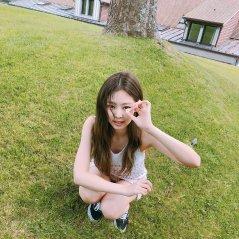 Blackpink Jennie Instagram Photo 11 July 2018 jennierubyjane daisy 3
