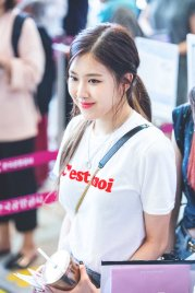 Blackpink Rose airport photo 26 August 2017 white tshirt 6