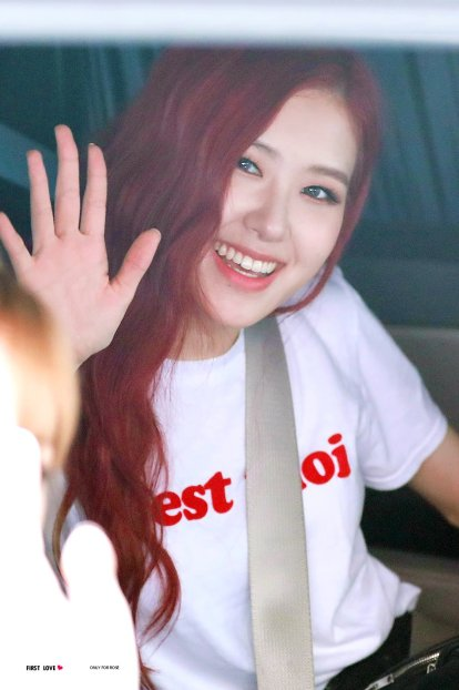 Blackpink Rose car photos leaving Inkigayo 8 July 2018 white tshirt