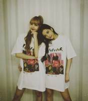 lisa-jisoo-blackpink-tshirt