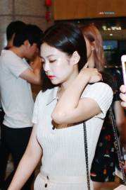 BLACKPINK-Jennie-Airport-Photo-23-August-2018-Gimpo-31