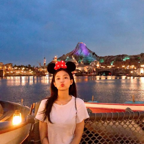 BLACKPINK-Jennie-Instagram-Photo-30-August-2018-Disney-Tokyo-3