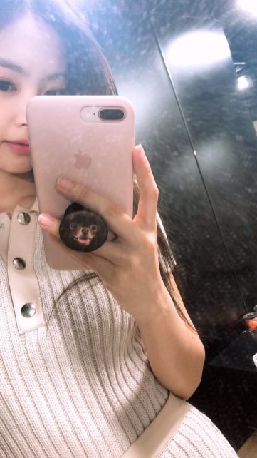 BLACKPINK Jennie Instagram Story 23 August 2018 kuma pop socket 2