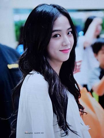 BLACKPINK-Jisoo-Airport-Photo-23-August-2018-Gimpo-11