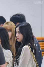 BLACKPINK-Jisoo-Airport-Photo-23-August-2018-Gimpo-4