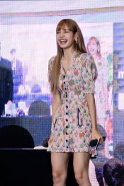 BLACKPINK LISA moonshot central world fansign event bangkok thailand 104