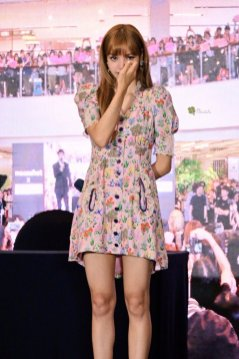 BLACKPINK LISA moonshot central world fansign event bangkok thailand 109