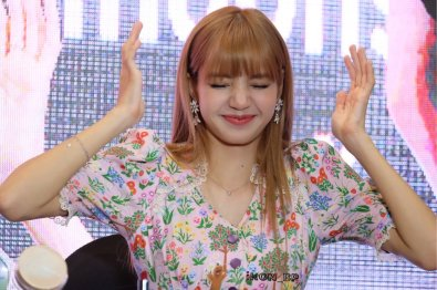 BLACKPINK LISA moonshot central world fansign event bangkok thailand 11