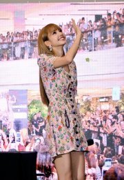 BLACKPINK LISA moonshot central world fansign event bangkok thailand 115